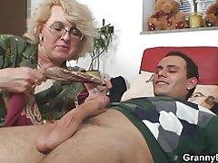 pornoa eläimen kanssa webcam striptease